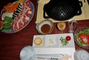 ジンギスカンナベの夕食です。